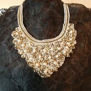 Jewelry - Beaded white and gold necklace